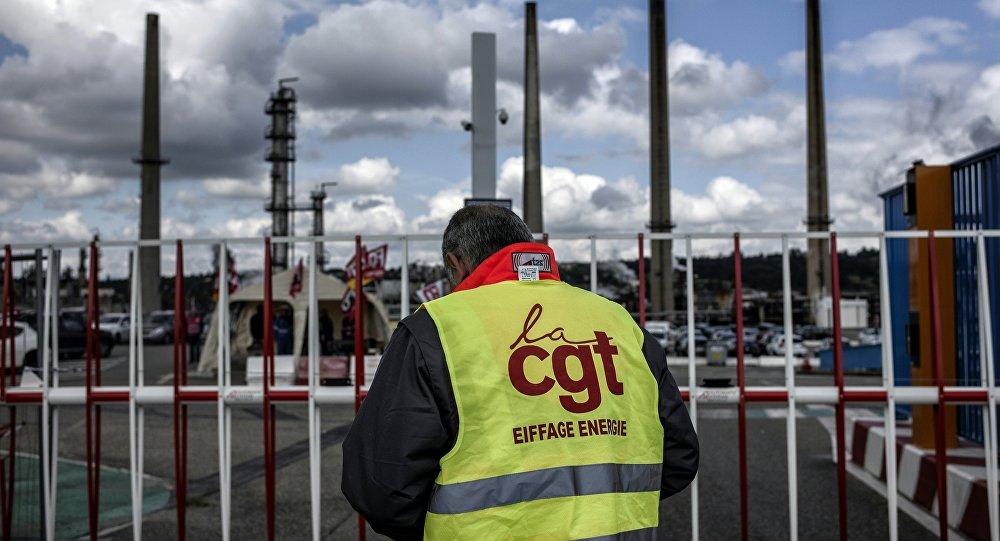 Grev dalgasını sürdüğü Fransa'da internette en çok aranan soru: Nasıl benzin çalarım?