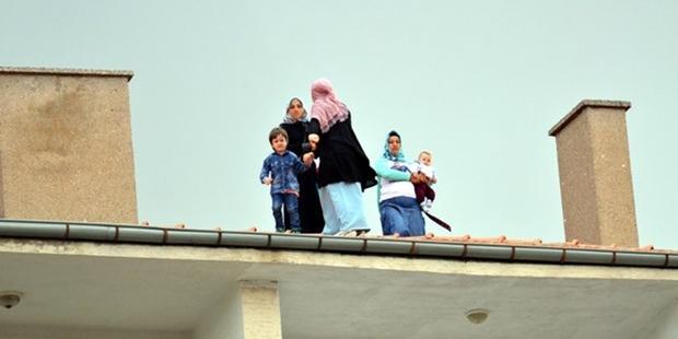 Erdoğan'ın Kırşehir ziyareti sırasında 3 kadın çatıya çıktı