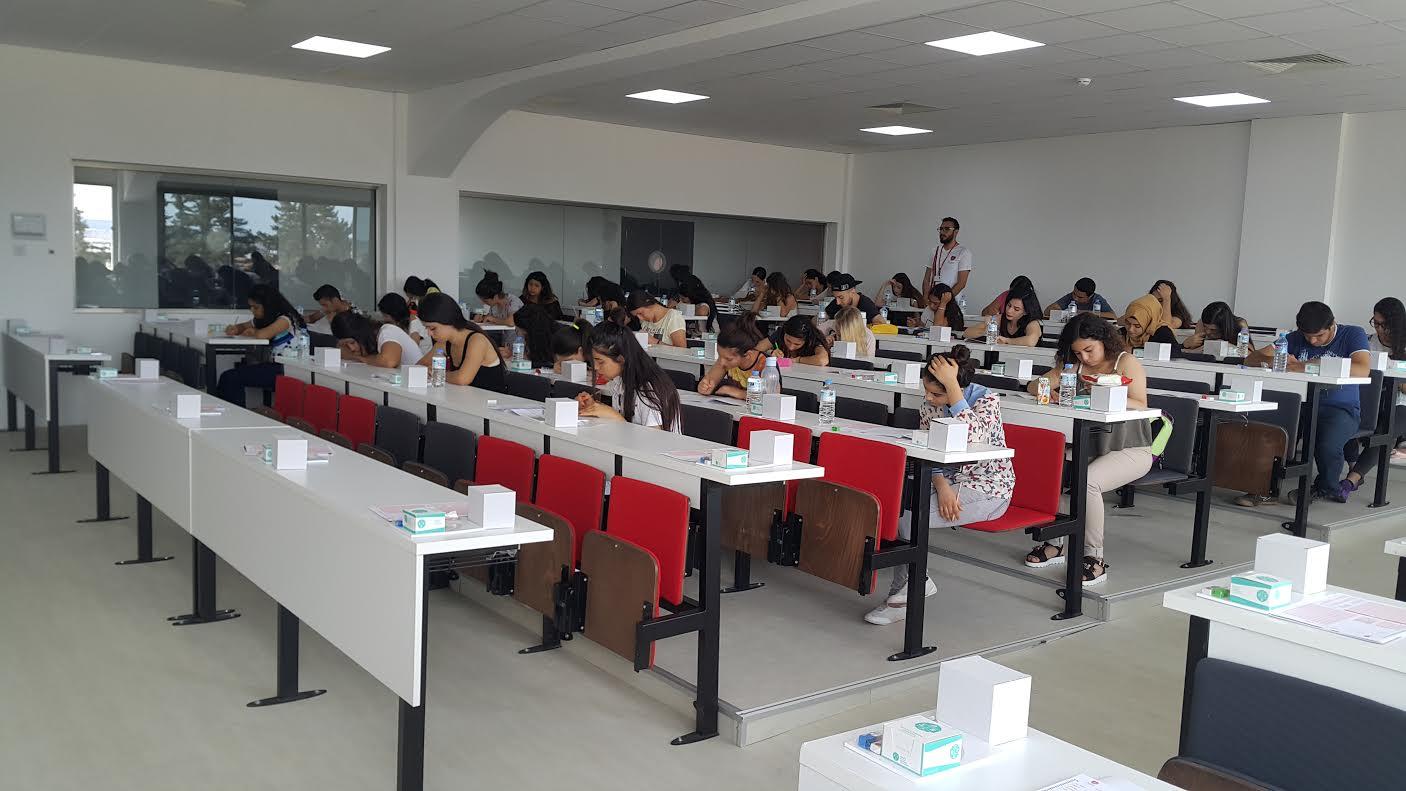 Kıbrıs Sağlık ve Toplum Bilimleri Üniversitesinin ilk burs sınavı gerçekleşti