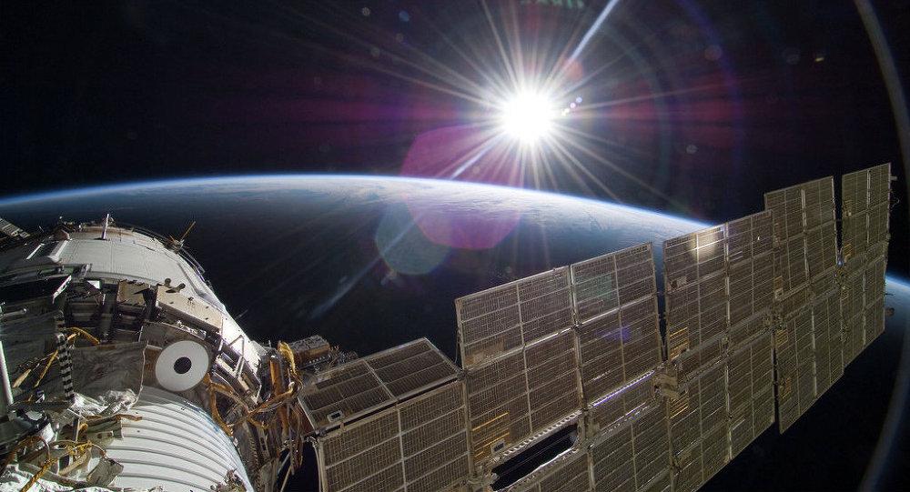 Uluslararası Uzay İstasyonu, UFO mu fotoğrafladı? (video)