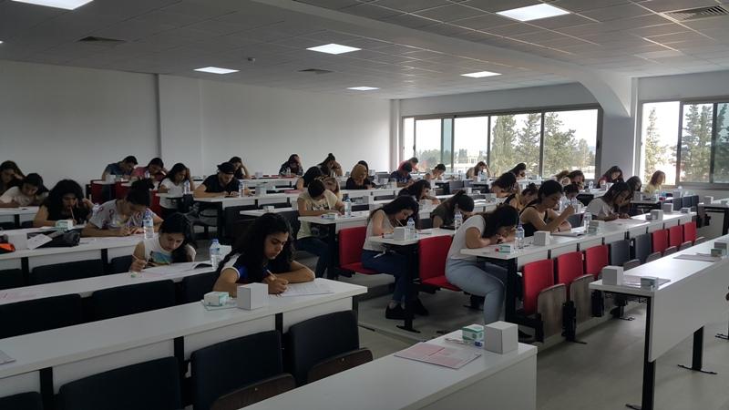 Kıbrıs Sağlık ve Toplum Bilimleri Üniversitesi'nin ilk burs sınavı gerçekleşti