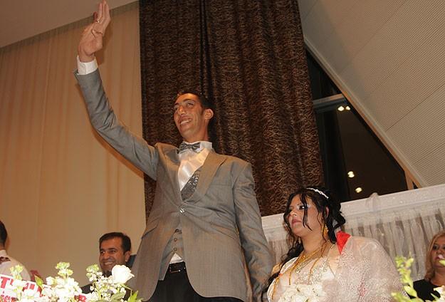 Dünyanın en uzun adamı Sultan Kösen evlendi