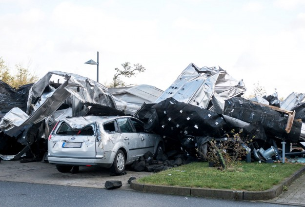 Almanya'daki fırtınada 2 Türk hayatını kaybetti