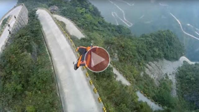 Yarasa kanatla Çin Seddi'ni uçarak geçti!