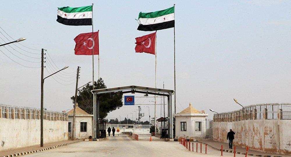 'Yüzlerce cihatçının eşlik ettiği askeri konvoy Türkiye'den Suriye'ye giriş yaptı'