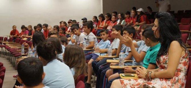 """UKÜ'de ilkokul öğrencilerine """"güneş enerjisi projesi"""" tanıtıldı"""