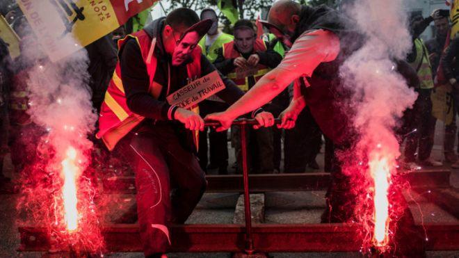 Fransa'da metro çalışanları da greve katıldı