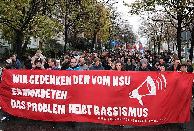 Berlin'de yüzlerce kişi ırkçılığı protesto etti