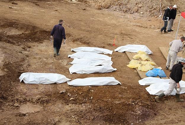 """Bosna'nın en büyük toplu mezarında """"hüzün ve kasvet"""""""