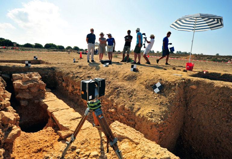 Baf'ta antik mezar bulundu