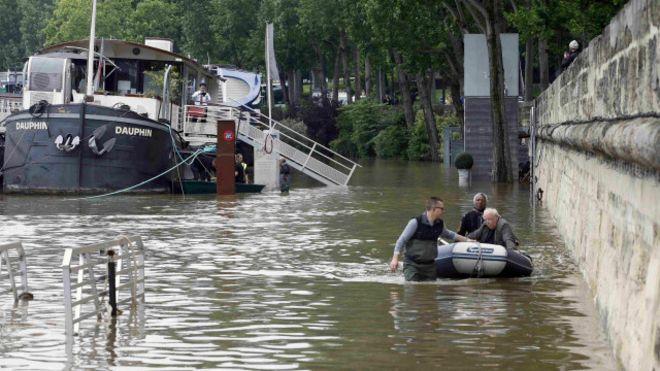 Fransa'da sel: Seine Nehri seviyesi beklenenin de üzerinde