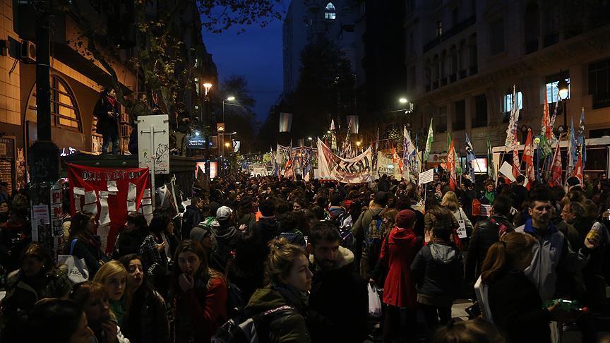 Arjantin'de kadın cinayetleri yüzbinlerle protesto edildi