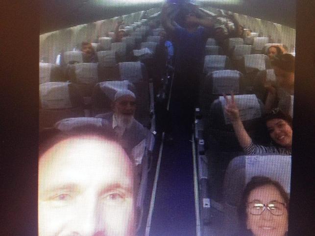 Direnen yolcular, pilota geri adım attırdı: Uçağın içinde 3 saat 'zaferi' getirdi