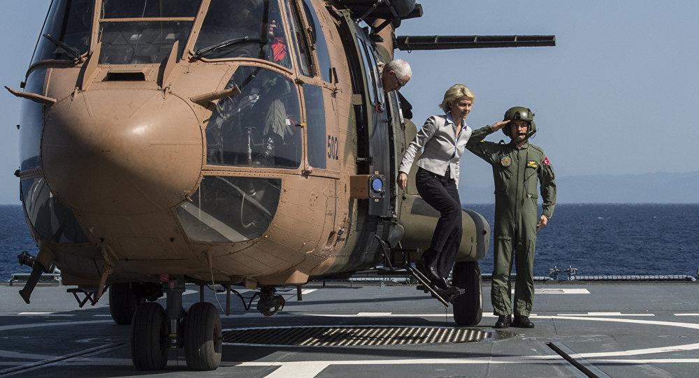 Savunma Bakanı otomobil yerine helikopter kullandı, 'israf' tartışması başladı