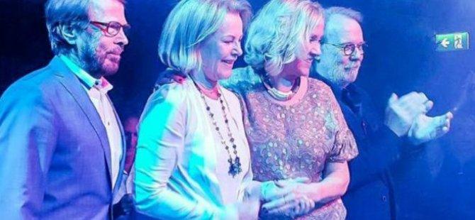 ABBA 30 yıl sonra ilk kez birlikte şarkı söyledi