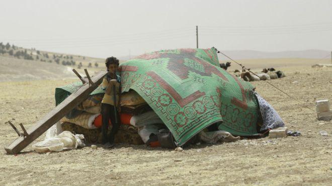 Binlerce sivil Menbic'i terk ediyor