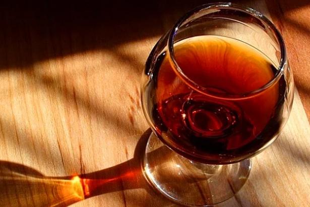 Ramazan'da 'alkol servisi yaptı' diye garsonu tokatlamıştı: 8 ay hapis cezası