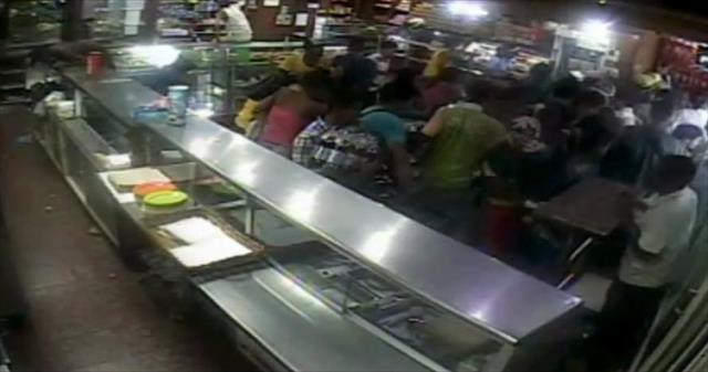 Halk marketleri yağmaladı