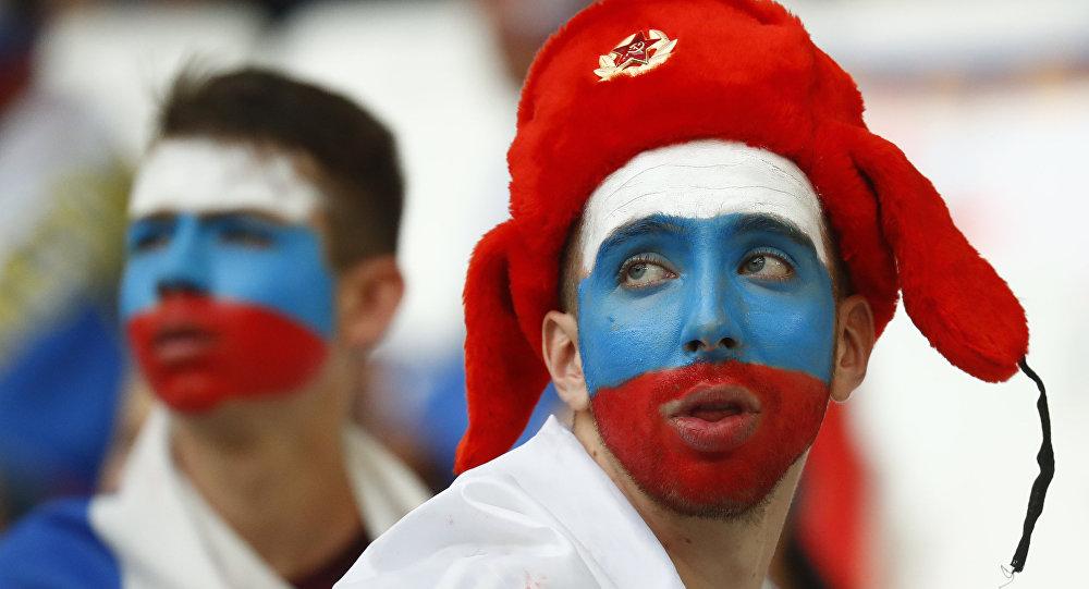 EURO 2016 için Fransa'ya giden 20 Rus taraftar sınırdışı ediliyor