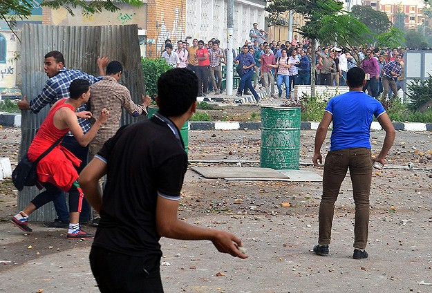 Darbe karşıtı gösterilerde 30 öğrenci yaralandı