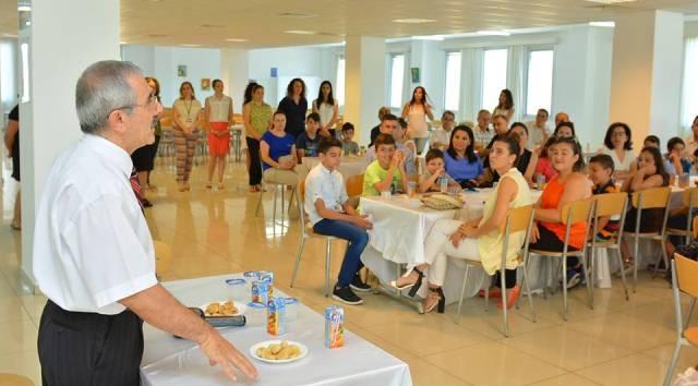 YDK Müdürü Işılay Arkan Suat Günsel Bursu alan 28 öğrenci ve Aileleri İle biraraya geldi