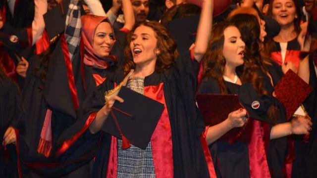 YDÜ Sağlık Bilimleri Fakültesi Mezunları Diplomalarını aldı