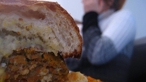 İngiliz süpermarket zinciri vejetaryenlere plastik yedirdi