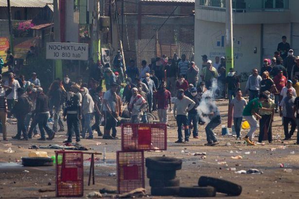 Meksika polisi öğretmen grevine saldırdı: En az 6 ölü