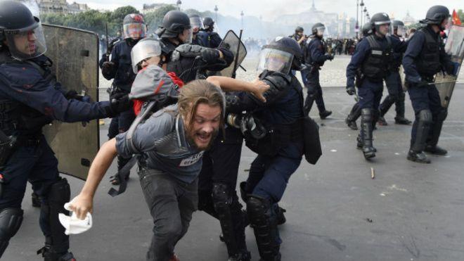 Fransa'da sendikaların Paris yürüyüşü yasaklandı