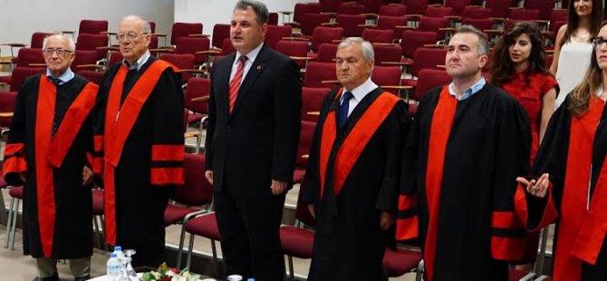 """UKÜ'de Eczacilik Fakültesi """"Beyaz Önlük ve Yemin Töreni"""" düzenlendi"""