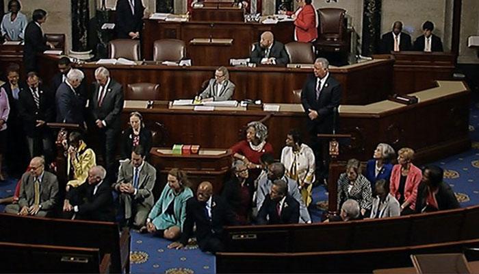 ABD Kongresi'ndeki oturma eylemi sürüyor