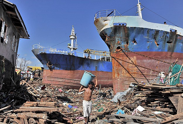 Filipinler acil yardım bekliyor