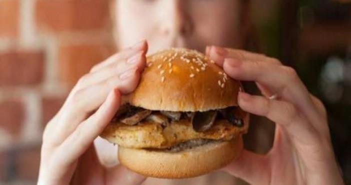 Fast food yiyen hamile, 3 nesli tehlikeye atıyor