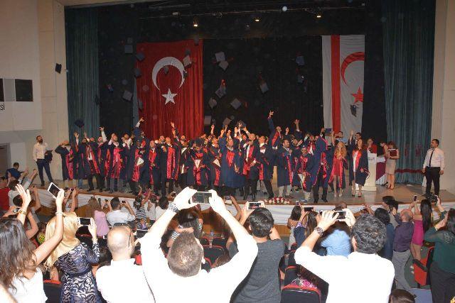 YDÜ Mühendislik Fakültesi Mezunları Diplomalarını aldı