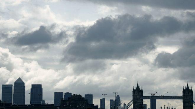 2007/8 krizleri döneminde batan bankalara AAA veren kuruluşlar İngiltere'nin notunu düşürdü