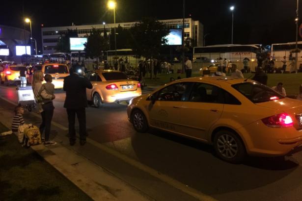 Havalimanı taksicilerinden görülmemiş gaddarlık: Patlama sonrası tarife 100 TL!