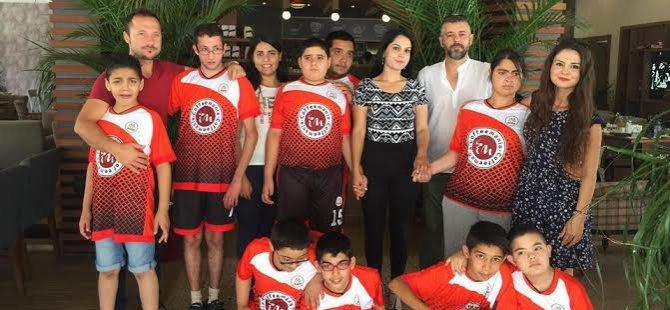 UKÜ öğrencisinden Algim Özel Eğitim öğrencilerine hentbol maçı