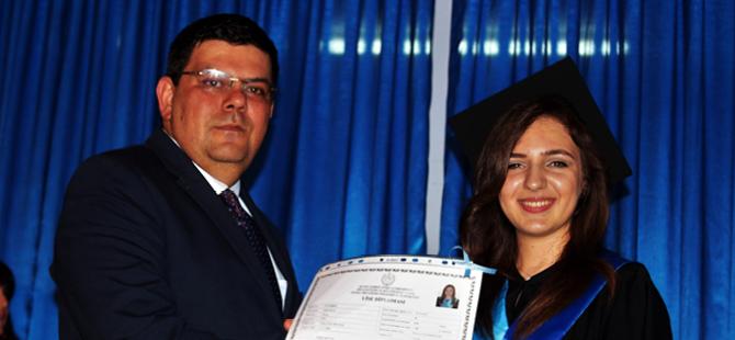 Berova mezuniyete katıldı