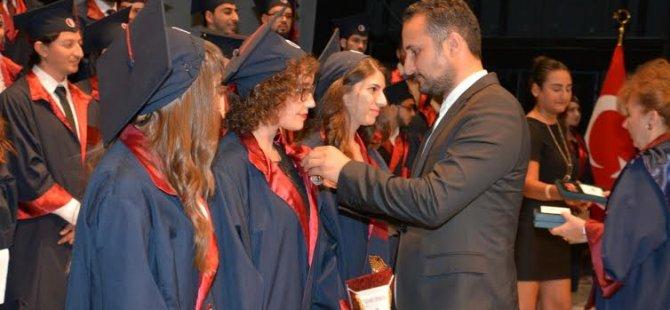 YDÜ İletişim Fakültesi Mezuniyet Töreni büyük bir coşkuyla gerçekleşti!
