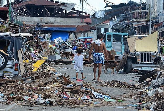 Haiyan tayfununda ölü sayısı 5 binin üzerinde