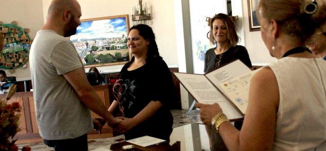Kıbrıslı Türk Gelin Kıbrıslı Rum damat ile evlendi