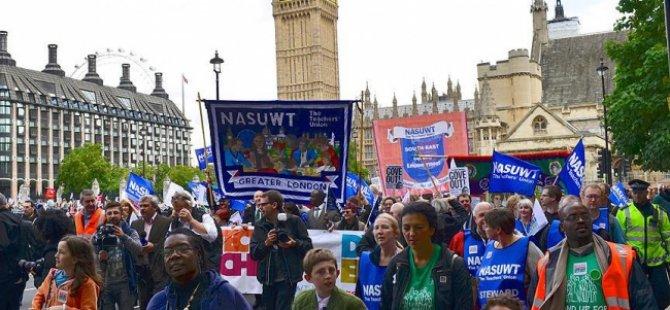 İngiltere'de öğretmenler grevde