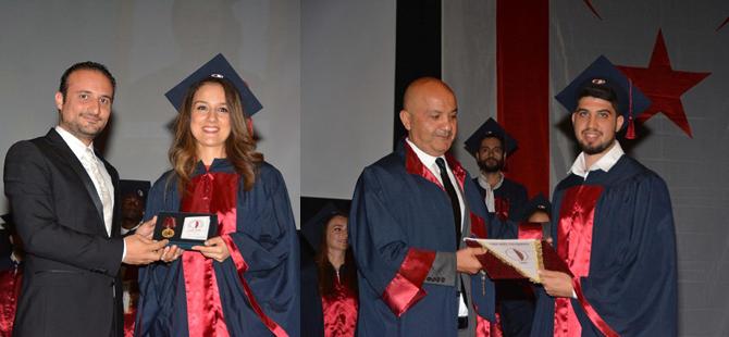 YDÜ Eczacılık Fakültesinden mezun olanlar diplomalarını aldı