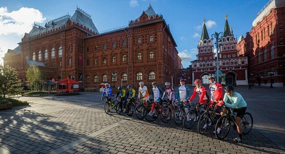 Dünyanın en uzun bisiklet yarışı Rusya'da başladı