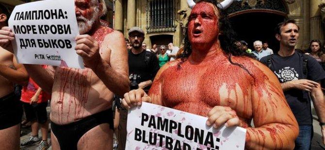 İspanya'da hayvan hakları için 'kanlı' protesto