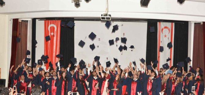 YDÜ Fen Edebıyat Fakültesı mezunları da diplomalarını aldı