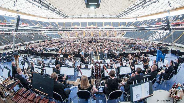 7 bin 500 kişilik orkestra rekor kırdı
