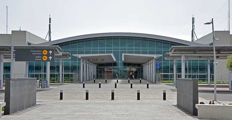 Larnaka Havaalanı'nda kokain ve doping ilacı