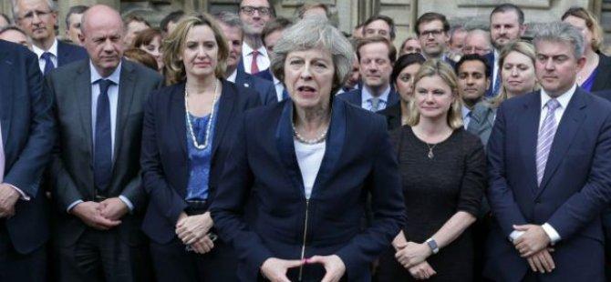 İngiltere'de 26 yıl sonra yeniden kadın başbakan