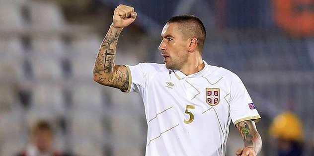 İsmail gönderildi Kolarov geliyor.